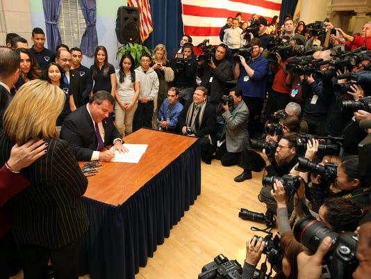Mayor Brian Stack Assembly Speaker Prieto Carlos Medina – Hispanic Chamber Martin Perez – President of LLANJ Diana Paneque – Student Senator Teresa Ruiz