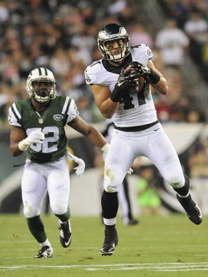 Eagles tight end Trey Burton catches a pass in a preseason game on Thursday at Lincoln Financial Field in Philadelphia.