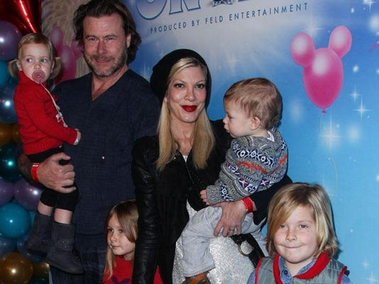 Dean McDermott and Tori Spelling with their kids