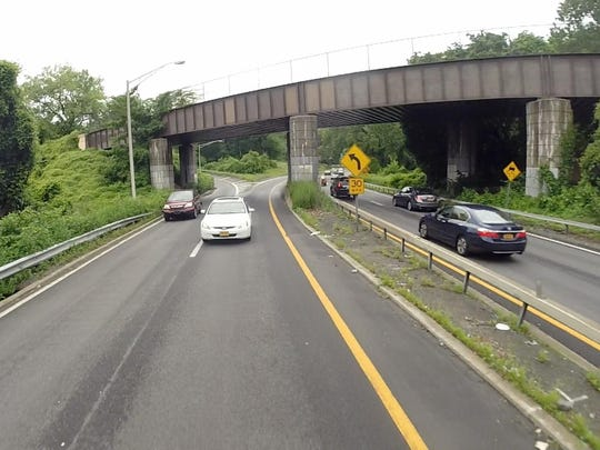 Cross County Parkway, Yonkers: 88 accidents, 31 with injuries. Factors: Following too closely, unsafe speed.