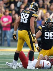Iowa_Defense_Football_10357.jpg