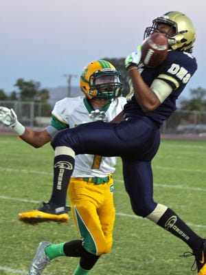Golden Eagles' Jahi Martindale (4) catches a pass during a match with the Coachella Valley Arabs, Sept. 3, 2015.