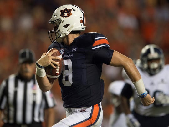 Auburn quarterback Jarrett Stidham (8) scores a touchdown