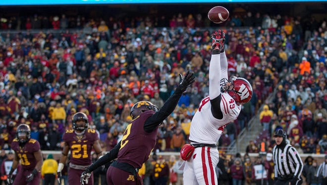 Wisconsin tight end Sam Arneson can't quite make the catch in the end zone.