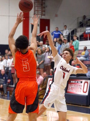 Oakland's Keishawn Davidson (0) goes up for a shot as Blackman's Gabriel Martin (5) defends him on Friday, Feb. 9, 2018, at Oakland.