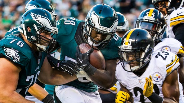 Eagles running back Wendell Smallwood is hit by Steelers