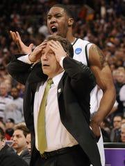 MSU head coach Tom Izzo and player Delvon Roe react