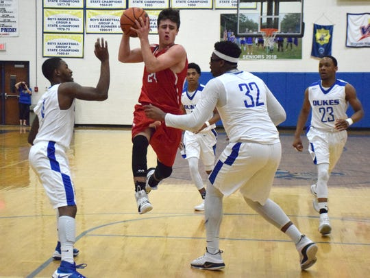 Riverheads' Grant Painter goes between Cumberland's