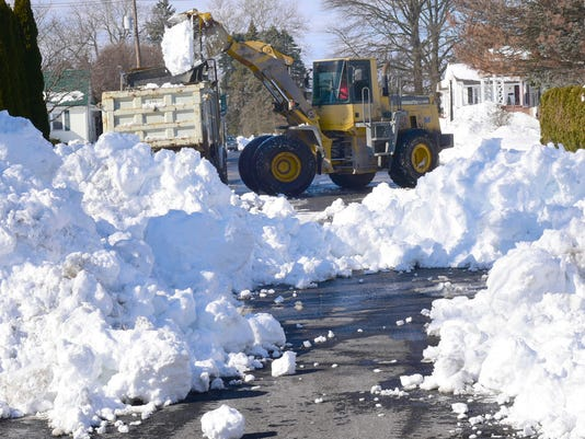 CPO-MWD-012716-snow-wed-removal