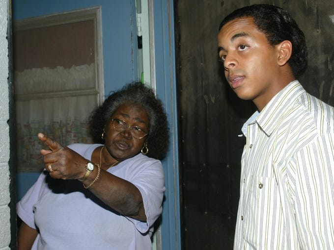 Jarrett Maupin, 16, visits with Phoenix resident McDell