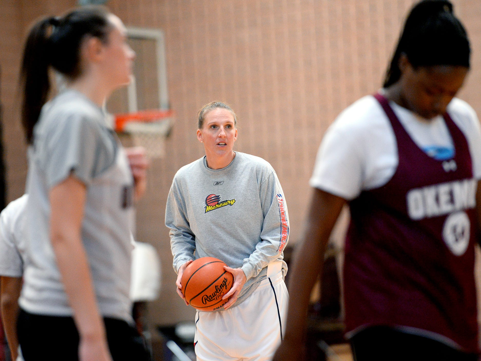 Okemos grad and former MSU and WNBA player Kristen Rasmussen coaches her Okemos High School basketball team Monday, Nov. 21, 2016 in Okemos. Rasmussen is in her first year of coaching the Chiefs.