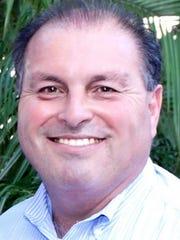 Larry Elizondo.