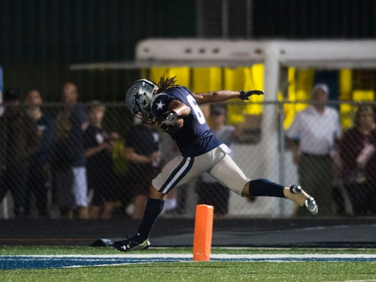 Farragut's Isaiah Gibbs (6) sprints in the end zone