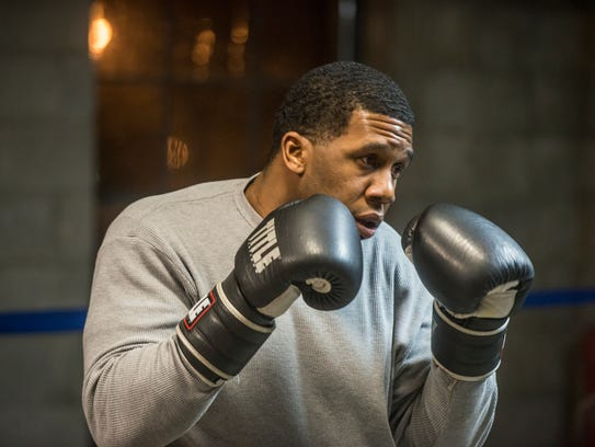 Valdez Williams warms up in the ring on Monday, Jan.