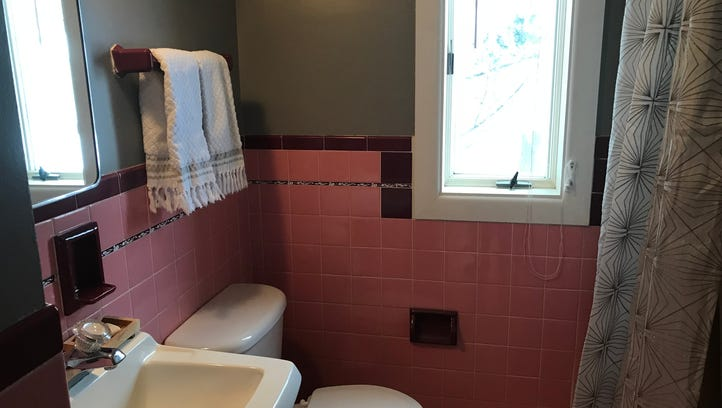 Should this mid-century pink bathroom from the 1950s in Brighton be saved?