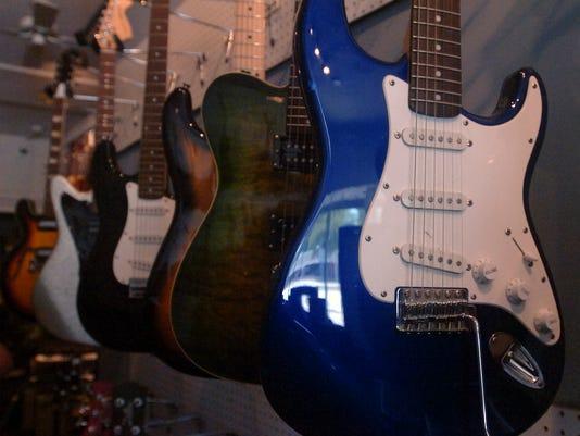 -sok.guitars-7.071810.jpg_20100719.jpg