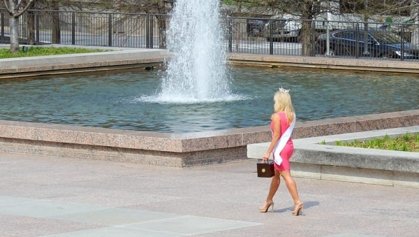 """You must be from Nashville."" Random beauty pageant winners apparently just wander the streets of the state capital."