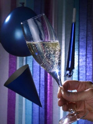 (GANNETT PHOTO NETWORK) FD-HOLBUBBLY: Toast to the new millennium with a glass of bubbly. (GNS Photo by Jared Lazarus, The Nashville Tennessean)