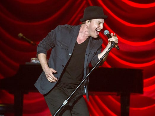 Gavin DeGraw opens for Shania Twain at the Wells Fargo