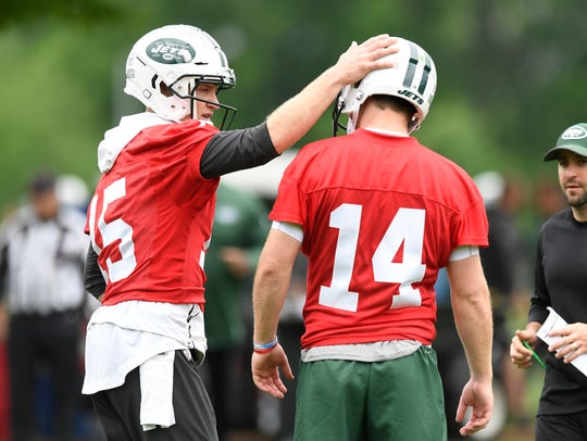 New York Jets quarterbacks Josh McCown, left, and Sam