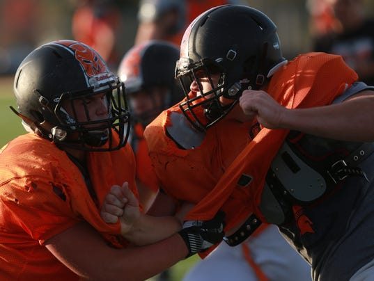 636440186772747688-171019-04-Solon-defense-ds.jpg