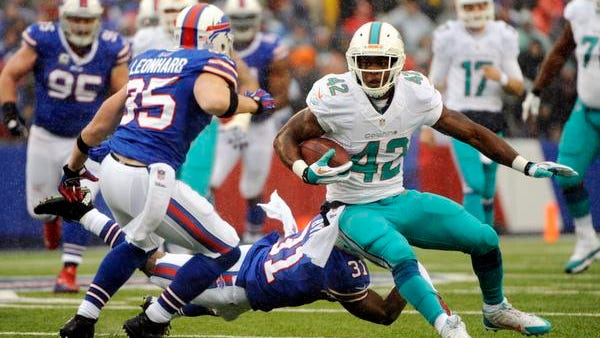 Miami Dolphins tight end Charles Clay (42) runs against Buffalo Bills free safety Jim Leonhard (35).