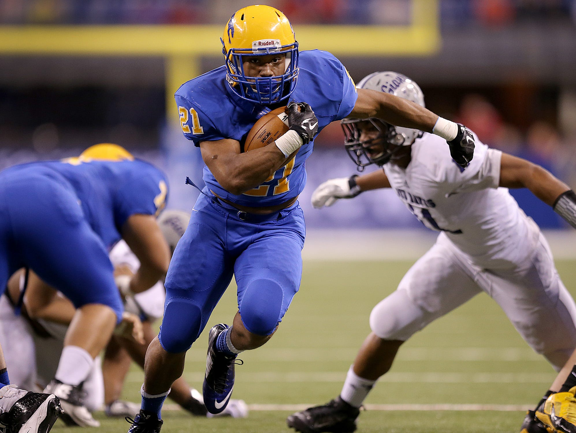 Carmel is one of four Indy-area teams ranked in MaxPreps' top 25 nationally for basketball/football combo.