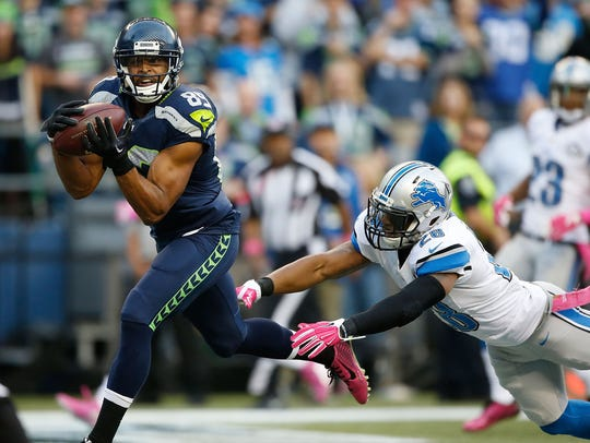 Doug Baldwin makes a touchdown catch against Quandre Diggs during the second quarter at CenturyLink Field on Oct. 5, 2015 in Seattle.