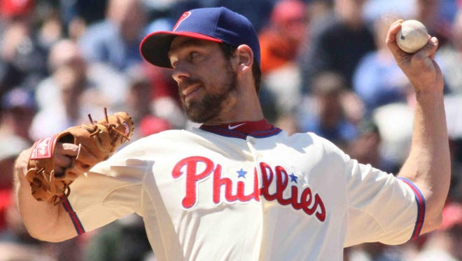 Cliff Lee pitches on Thursday, April 25, 2013.