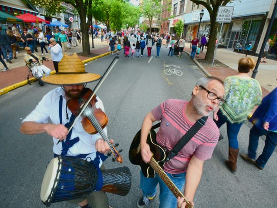 Fiddle player Ian Carroll of York, left, and Ronn Benway