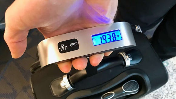 Best gifts under $25: Dr. Meter Digital Luggage Scale