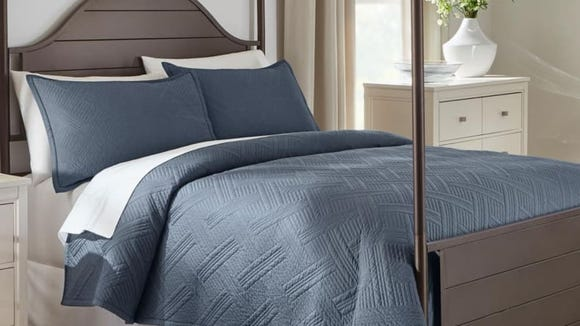 This comforter is perfect for all seasons.