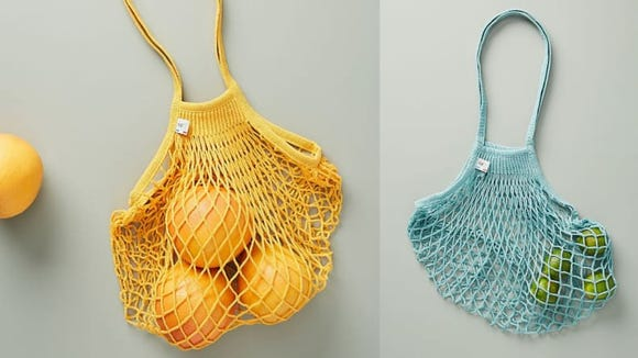 These chic shopping bags come in three cool colors.