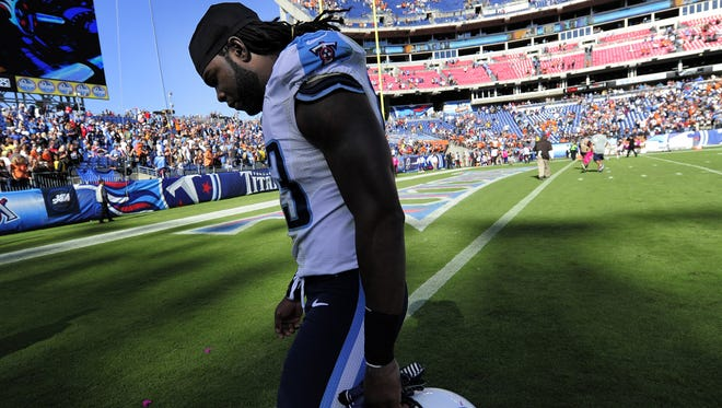 Titans linebacker Quentin Groves (53) hangs his head as he walks off the field after losing 29-28 to the Browns on Sunday.