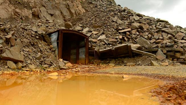 Gov. John Hickenlooper weighed in Monday formally backing the push by Silverton and San Juan County leaders to seek an Environmental Protection Agency disaster designation for the Gold King and other leaking mines — the first step toward an EPA-run federal cleanup.