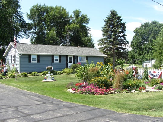 Beverly and Robery Kloos, 136 E. Rose Eld Road, Rosendale.