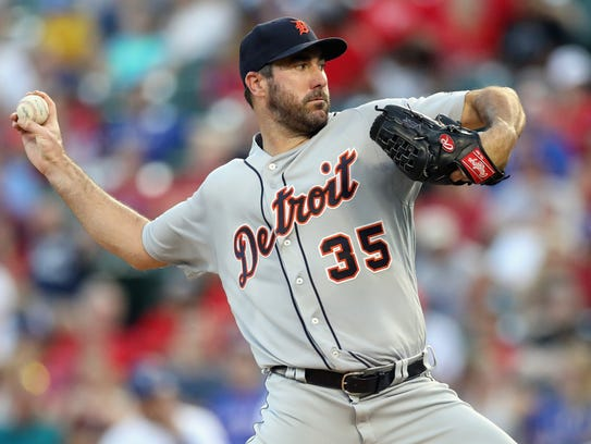 Tigers pitcher Justin Verlander throws against the