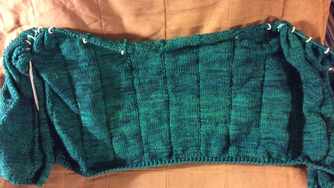This sweater is now nearly as long as it needs to be below the yoke. I think the yarn looks a bit like malachite, don't you?