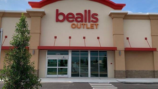 A typical Bealls Outlet storefront.