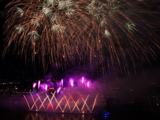 636396999910967206-090416-WEBN-Fireworks-03.jpg