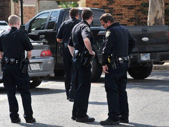 Wichita Falls police prepare to serve a warrant on