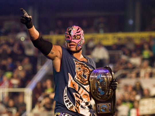 Rey Mysterio's injured midsection was a factor in his loss to Dolph Ziggler, which ended with knees to Mysterio's gut during an attempted frog splash.