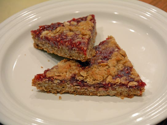 Raspberry Oatmeal Crumb Bars are a satisfying end to