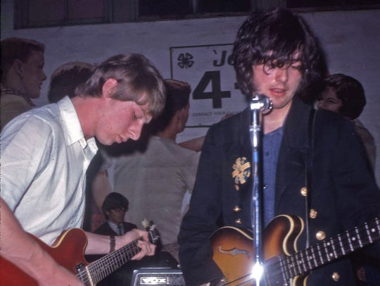 Chris Dreja and Jimmy Page of the Yardbirds plays at