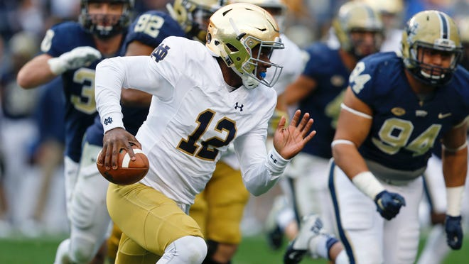 Notre Dame quarterback Brandon Wimbush carries the ball during a game against Pittsburgh.