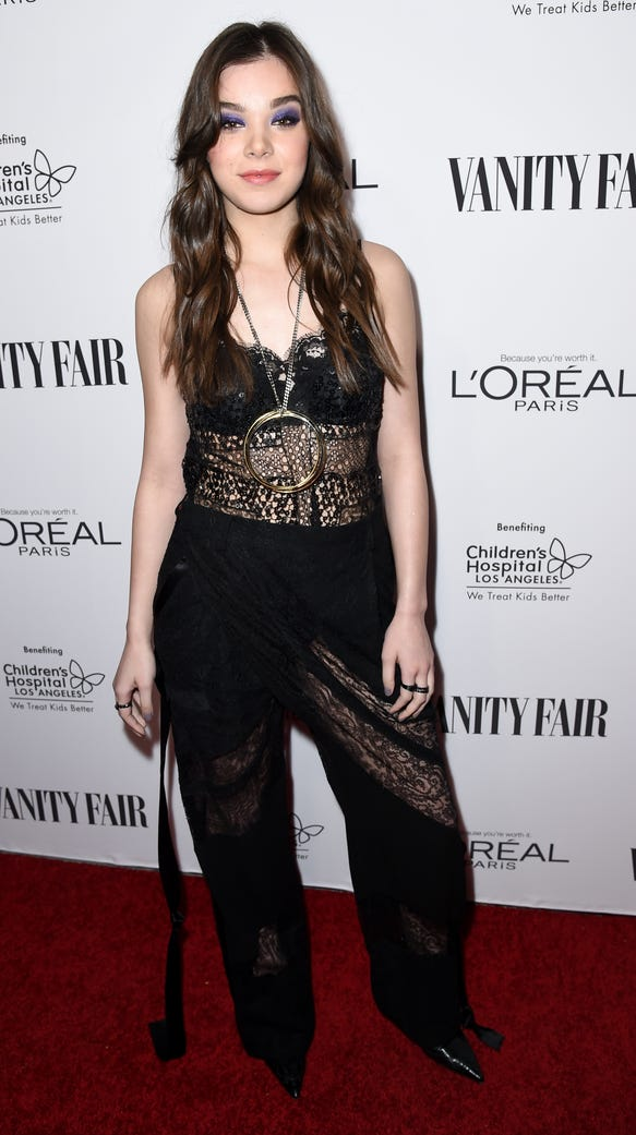 Hailee Steinfeld attends the Vanity Fair and L'Oreal