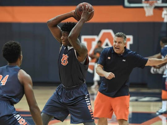 Auburn head coach Bruce Pearl shouting instructions