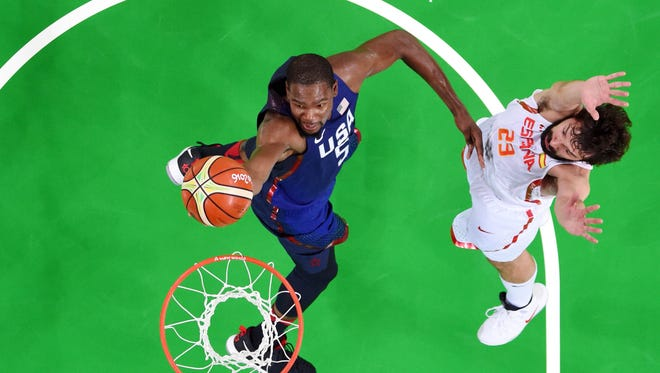 Kevin Durant (5) lays the ball up past Spain point guard Sergio Llull (23) during the men's basketball semifinal match in the Rio 2016 Summer Olympic Games at Carioca Arena 1.