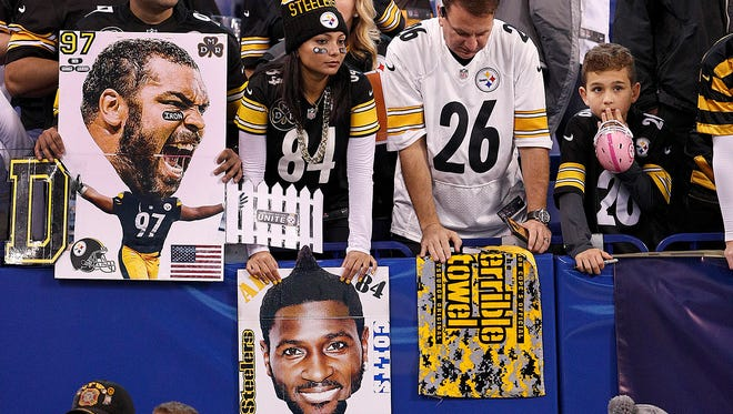 Pittsburgh Steelers fans fill the stands before the start of their game against the Indianapolis Colts at Lucas Oil Stadium Sunday, Nov 12, 2017.
