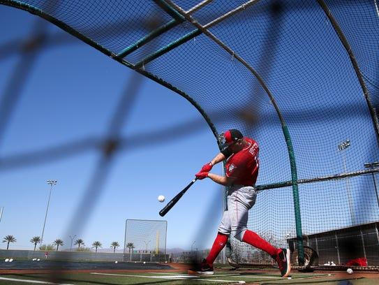 Cincinnati Reds first baseman Joey Votto (19) swings